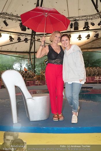 Sommernachtskomödie - Unwetter - Rosenburg, Niederösterreich - Do 24.06.2021 - Elisabeth Lizzy ENGSTLER mit Tochter Amelie29