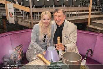 Sommernachtskomödie - Unwetter - Rosenburg, Niederösterreich - Do 24.06.2021 - Richard LUGNER mit Simone in der gefluteten VIP-Loge61