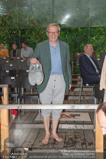 Sommernachtskomödie - Unwetter - Rosenburg, Niederösterreich - Do 24.06.2021 - Wolfgang SCHÜSSEL barfuß ohne Schuhe, bloßfüssig72