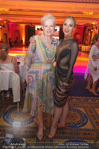 Silvia Schneider ist Tanz-Staatsmeisterin - Hotel InterContinental - Sa 26.06.2021 - Silvia SCHNEIDER mit Mutter Martha2