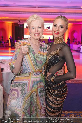 Silvia Schneider ist Tanz-Staatsmeisterin - Hotel InterContinental - Sa 26.06.2021 - Silvia SCHNEIDER mit Mutter Martha3