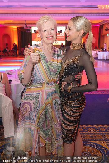 Silvia Schneider ist Tanz-Staatsmeisterin - Hotel InterContinental - Sa 26.06.2021 - Silvia SCHNEIDER mit Mutter Martha4