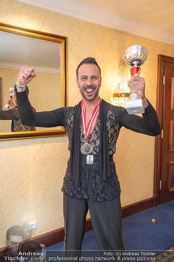 Silvia Schneider ist Tanz-Staatsmeisterin - Hotel InterContinental - Sa 26.06.2021 - Danilo CAMPISI mit Pokal und Medaille Platz 126