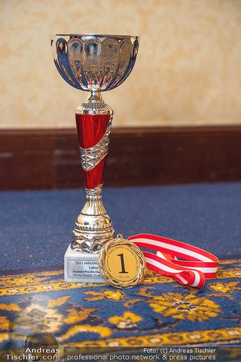 Silvia Schneider ist Tanz-Staatsmeisterin - Hotel InterContinental - Sa 26.06.2021 - Der Pokal und die Medaille für den 1. Platz in Standard Tanz32