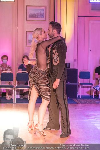 Silvia Schneider ist Tanz-Staatsmeisterin - Hotel InterContinental - Sa 26.06.2021 - Silvia SCHNEIDER, Danilo CAMPISI während Bewerbstanz37