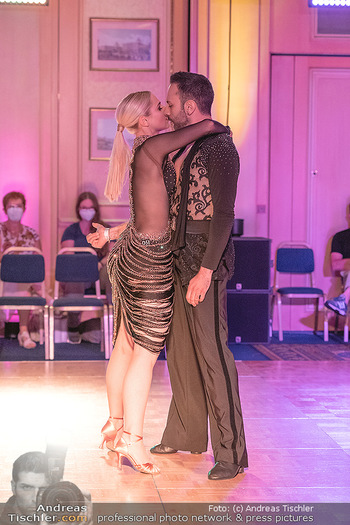 Silvia Schneider ist Tanz-Staatsmeisterin - Hotel InterContinental - Sa 26.06.2021 - Silvia SCHNEIDER, Danilo CAMPISI während Bewerbstanz38