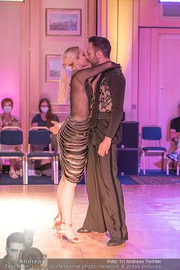 Silvia Schneider ist Tanz-Staatsmeisterin - Hotel InterContinental - Sa 26.06.2021 - Silvia SCHNEIDER, Danilo CAMPISI während Bewerbstanz39