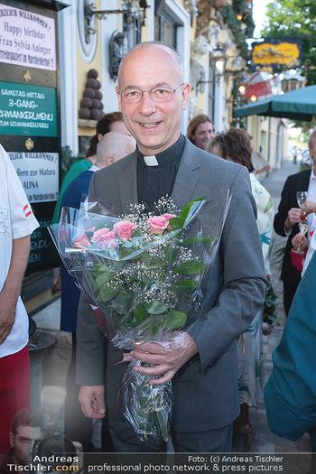 Geburtstag Birgit Sarata - Marchfelderhof - Mo 28.06.2021 - Toni FABER mit Blumen13