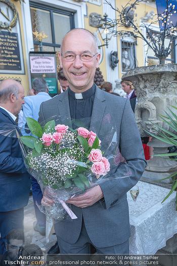 Geburtstag Birgit Sarata - Marchfelderhof - Mo 28.06.2021 - Toni FABER mit Blumen15