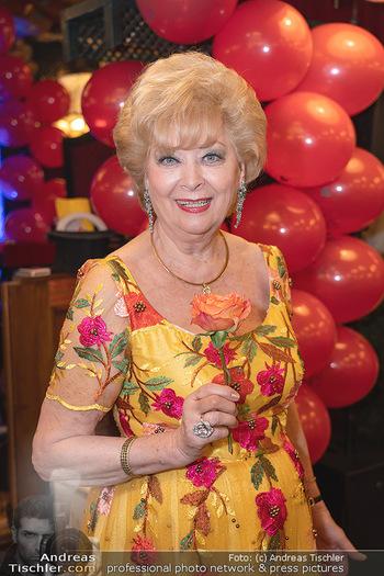 Geburtstag Birgit Sarata - Marchfelderhof - Mo 28.06.2021 - Birgit SARATA (Portrait)50