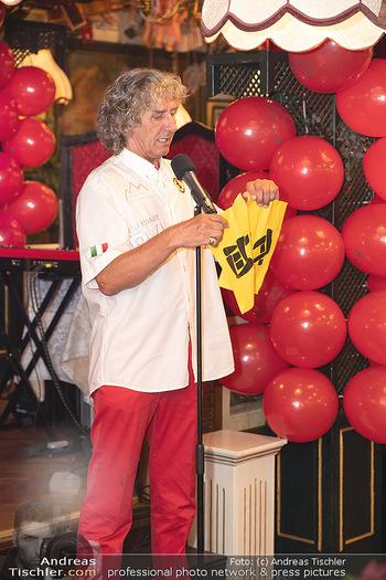 Geburtstag Birgit Sarata - Marchfelderhof - Mo 28.06.2021 - Tony REI zaubert auf der Bühne, Bühnenfoto54
