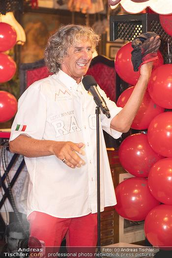 Geburtstag Birgit Sarata - Marchfelderhof - Mo 28.06.2021 - Tony REI zaubert auf der Bühne, Bühnenfoto55