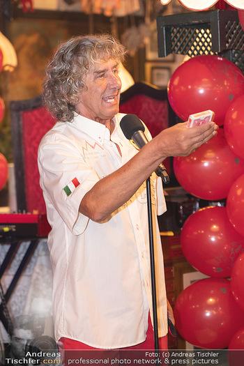 Geburtstag Birgit Sarata - Marchfelderhof - Mo 28.06.2021 - Tony REI zaubert auf der Bühne, Bühnenfoto56