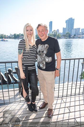 Christina Lunger Geburtstag - Strandcafe alte Donau, Wien - Di 29.06.2021 - Richard LUGNER mit Freundin Simone18