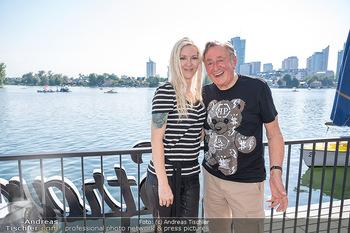 Christina Lunger Geburtstag - Strandcafe alte Donau, Wien - Di 29.06.2021 - Richard LUGNER mit Freundin Simone19