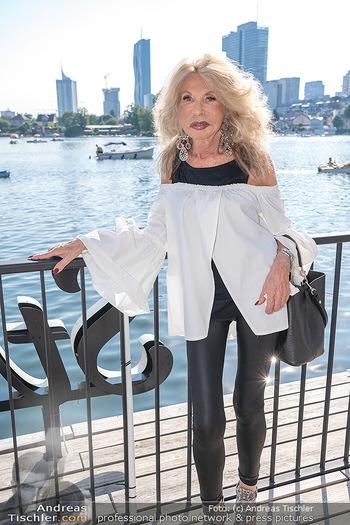 Christina Lunger Geburtstag - Strandcafe alte Donau, Wien - Di 29.06.2021 - Jeanine SCHILLER (hat stark abgenommen während Corona, dünn)31