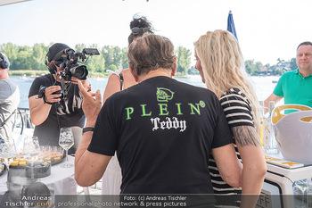 Christina Lunger Geburtstag - Strandcafe alte Donau, Wien - Di 29.06.2021 - Richard LUGNER mit Philipp Plein Teddy Shirt, Simone47