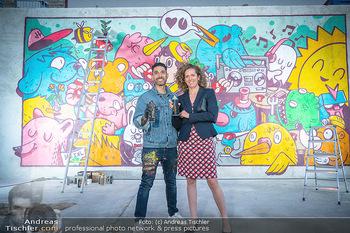 Julius Meinl Sommer Melange - Meinl Wien - Do 01.07.2021 -  Graffiti Künstler Rob PEREZ, Christina MEINL4