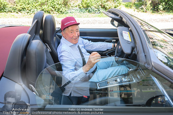 Vom Kolporteur zum Schnitzelwirt - Wiener Schnitzel Plaza - Di 06.07.2021 - Richard LUGNER im Porsche Cabrio2