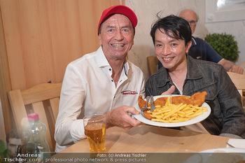 Vom Kolporteur zum Schnitzelwirt - Wiener Schnitzel Plaza - Di 06.07.2021 - Heribert KASPER, Nhut LA HONG5