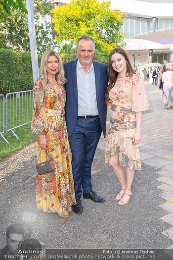 Premiere West Side Story - Mörbisch - Do 08.07.2021 - Hans Peter DOSKOZIL mit Tochter Laura und Freundin Julia JURTSCH5