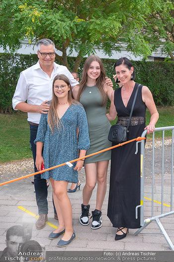 Premiere West Side Story - Mörbisch - Do 08.07.2021 - Dorian STEIDL mit Ehefrau Heike und Kindern Caroline und Marlene28