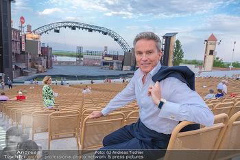 Premiere West Side Story - Mörbisch - Do 08.07.2021 - Alfons HAIDER vor der großen Seebühne32