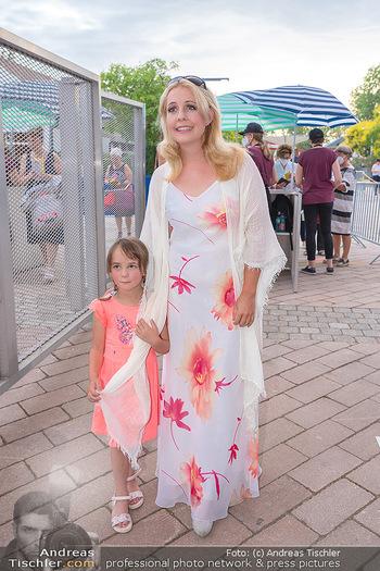 Premiere West Side Story - Mörbisch - Do 08.07.2021 - Iva SCHELL mit Tochter Victoria (Viktoria)37