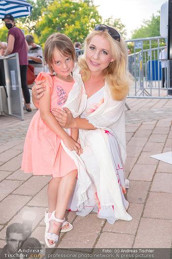 Premiere West Side Story - Mörbisch - Do 08.07.2021 - Iva SCHELL mit Tochter Victoria (Viktoria)38