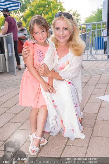 Premiere West Side Story - Mörbisch - Do 08.07.2021 - Iva SCHELL mit Tochter Victoria (Viktoria)39