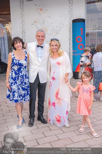 Premiere West Side Story - Mörbisch - Do 08.07.2021 - Peter EDELMANN mit Silvia, Iva SCHELL mit Tochter Victoria (Vikt44