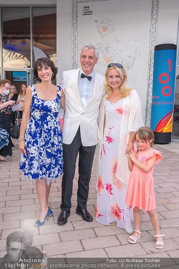 Premiere West Side Story - Mörbisch - Do 08.07.2021 - Peter EDELMANN mit Silvia, Iva SCHELL mit Tochter Victoria (Vikt45