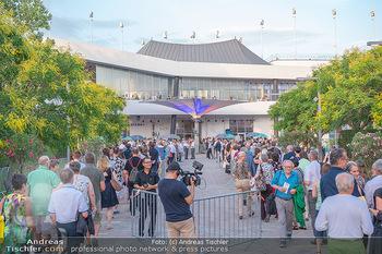 Premiere West Side Story - Mörbisch - Do 08.07.2021 - Menschen Andrang im Eingangsbereich, Eingang, Menschenschlange, 74