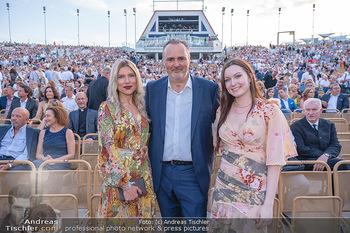 Premiere West Side Story - Mörbisch - Do 08.07.2021 - Hans Peter DOSKOZIL mit Tochter Laura und Freundin Julia JURTSCH79