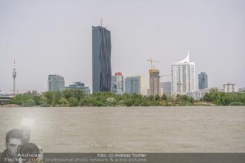 Setbesuch bei SOKO Donau - Filmset Wache am Handelskai, Wien - Di 13.07.2021 - Skyline Wien DC Tower Donauplatte Hochhaus UNO City11