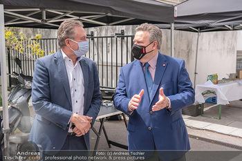 Setbesuch bei SOKO Donau - Filmset Wache am Handelskai, Wien - Di 13.07.2021 - Bürgermeister Michael LUDWIG, Alexander WRABETZ mit Covid19-Mas19