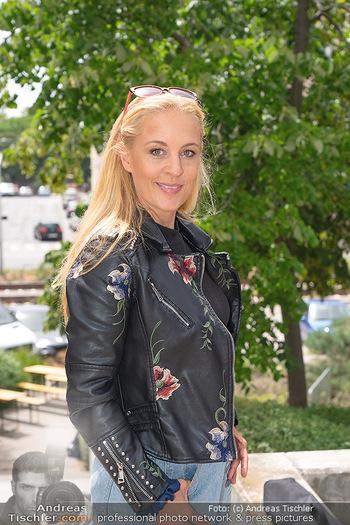 Setbesuch bei SOKO Donau - Filmset Wache am Handelskai, Wien - Di 13.07.2021 - Lilian KLEBOW (Portrait)25