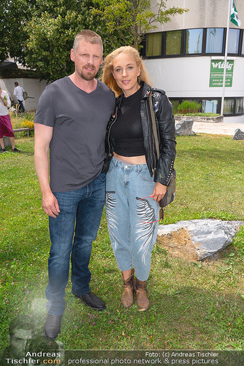 Setbesuch bei SOKO Donau - Filmset Wache am Handelskai, Wien - Di 13.07.2021 - Martin GRUBER, Lilian KLEBOW37