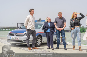 Setbesuch bei SOKO Donau - Filmset Wache am Handelskai, Wien - Di 13.07.2021 - Andreas KIENDL, Brigitte KREN, Martin GRUBER, Lilian KLEBOW44