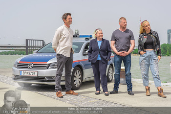 Setbesuch bei SOKO Donau - Filmset Wache am Handelskai, Wien - Di 13.07.2021 - Andreas KIENDL, Brigitte KREN, Martin GRUBER, Lilian KLEBOW45
