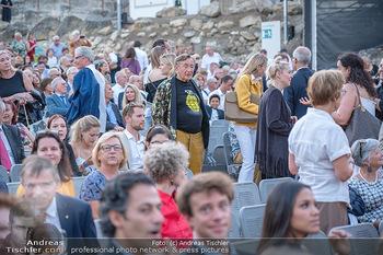 Premiere Turandot - Steinbruch St. Margarethen, Burgenland - Mi 14.07.2021 - Richard LUGNER verloren in der Menge152