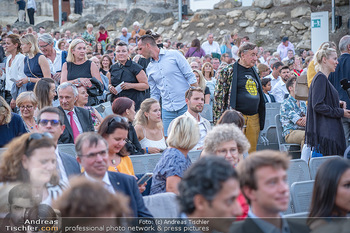 Premiere Turandot - Steinbruch St. Margarethen, Burgenland - Mi 14.07.2021 - Richard LUGNER verloren in der Menge153