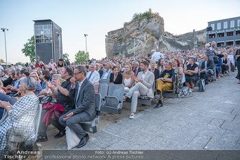 Premiere Turandot - Steinbruch St. Margarethen, Burgenland - Mi 14.07.2021 - Richard LUGNER in der 10. Sitzreihe157