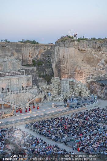 Premiere Turandot - Steinbruch St. Margarethen, Burgenland - Mi 14.07.2021 - Blick von Oben auf die Bühne und die Zuschauerränge, Übersich172