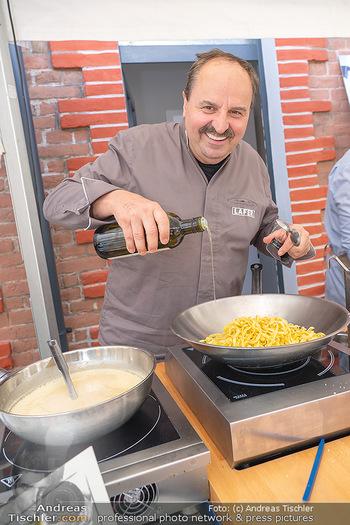 Weinbar Eröffnung - Casa del Vino, Ternitz - Do 15.07.2021 - Johann LAFER beim Kochen, Küche, Herd6