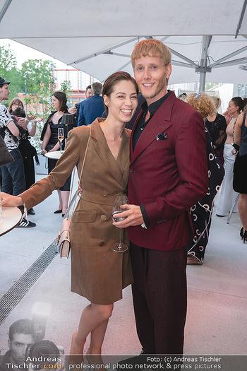Mode Wien Magazin - Hotel Andaz, Wien - Di 20.07.2021 - Maria YAKOVLEVA mit Freund Rene MUC192