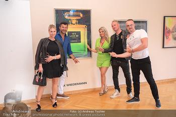 Icons of Pop and Street Art - Villa Bulfon, Velden - Do 22.07.2021 - Jürgen PEINDL mit Nadja, Bob DJAVAN mit Ehefrau, Max WIEDEMANN66