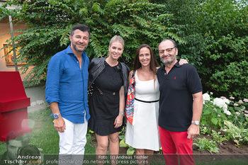 Icons of Pop and Street Art - Villa Bulfon, Velden - Do 22.07.2021 - Bob DJAVAN mit Ehefrau, Burkhard ERNST mit Ehefrau Katharina76