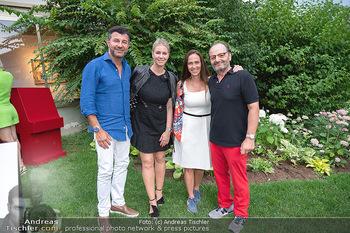 Icons of Pop and Street Art - Villa Bulfon, Velden - Do 22.07.2021 - Bob DJAVAN mit Ehefrau, Burkhard ERNST mit Ehefrau Katharina77