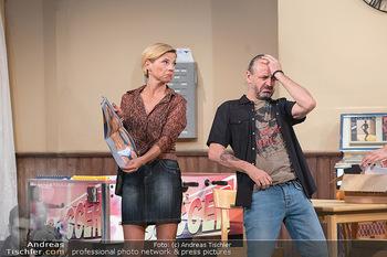 Bühnenfotos Ladies Night - Stadttheater Berndorf - Sa 24.07.2021 - Kristina SPRENGER, Reinhold G. MORITZ38